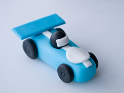 How-to-make-a-race-car-cake-topper
